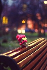 3D Box Robot On Bench In Winter Android Wallpaper